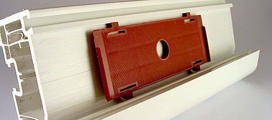 Tvirtinimo detalės langų ir durų pramonei